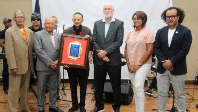 Photo of Luis Segura recibe reconocimiento especial por Día Mundial del Folclore