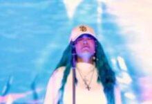 Photo of Karol G llora al interpretar una canción que le había escrito a Anuel AA